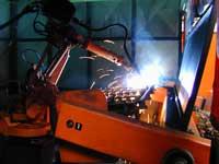 Schweissroboter fertigt Türteil SRC 0708